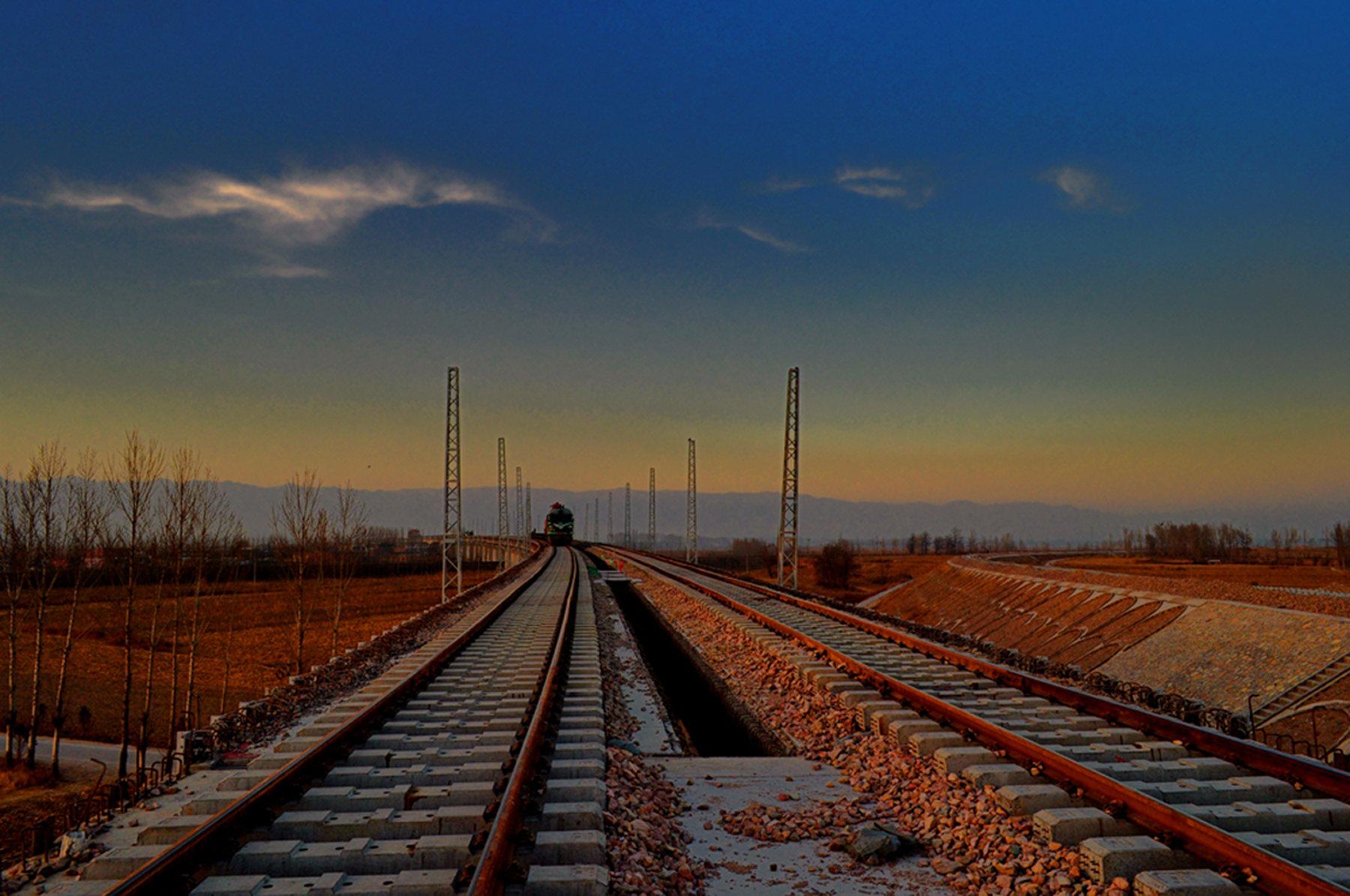 交通运输部2018:增加铁路运输量 减少公路运输量 在铁路领域扩大国有企业混合所有制改革试点范围