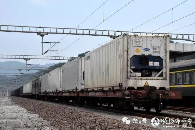 中越国际铁路开行冷链列车 助东南亚水果销往中国|哈密货运中心开行今年首列点对点块煤集装箱班列