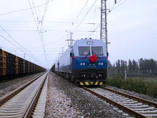 《铁路货运:京津冀首开万吨大列,公转铁保卫白云和蓝天》