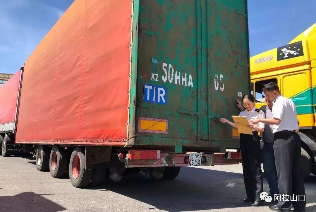 中国和哈萨克斯坦首票TIR运输从霍尔果斯口岸启运