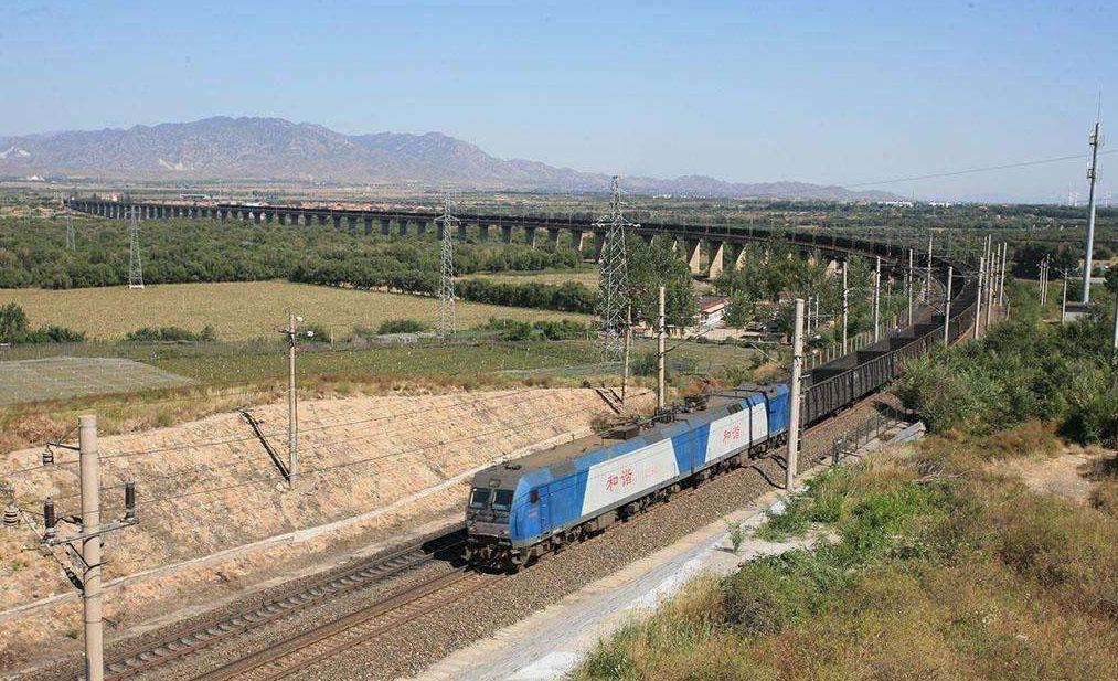 2018年起推动大宗货物运输公转铁