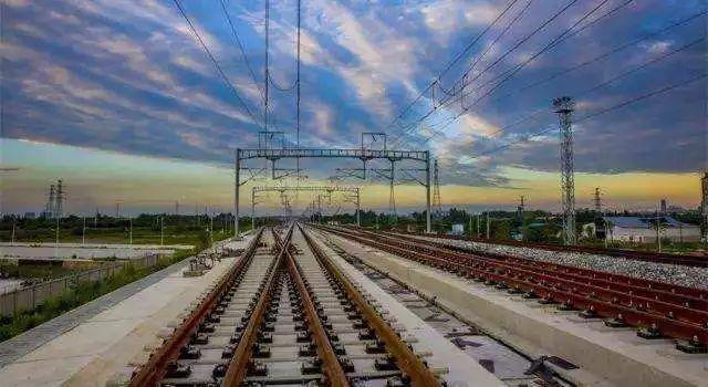 铁路轨距:有宽轨、标准轨道、窄轨 铁路标准轨距为什么是1435mm