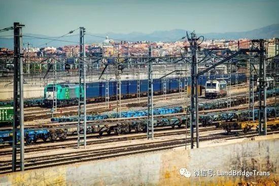 《首趟中欧班列汽车进口专列抵达西安 西安人买进口车更方便|